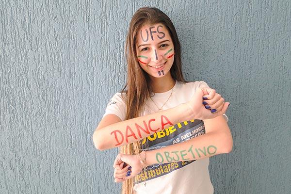Aprovada em Dança na UFS e Engenharia Civil na UNIARA
