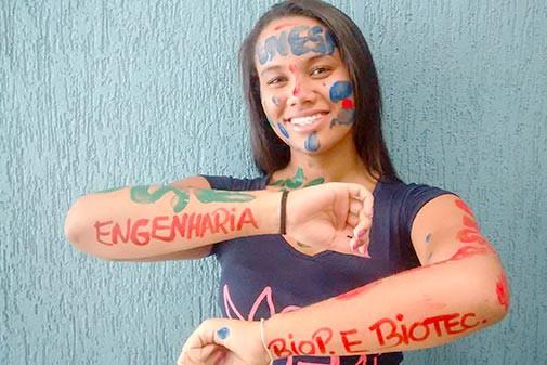Tainá, aluna do 3º ano do Ensino Médio aprovada na UNESP e UERGS
